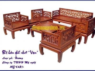 Cách trang trí bàn ghế gỗ cho phòng khách