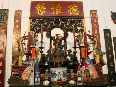 Tìm hiểu về bàn thờ gia tiên